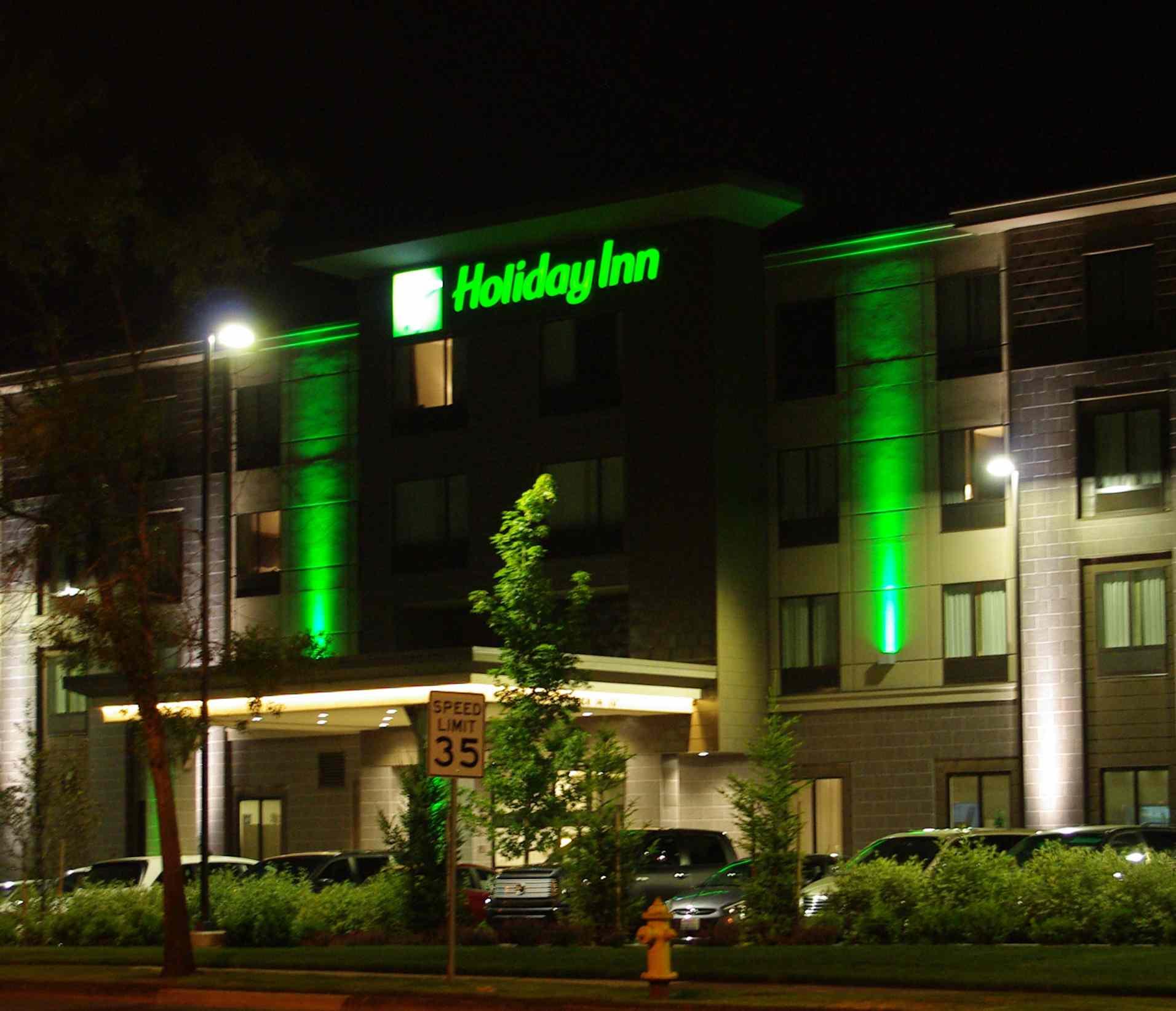 Holiday Inn at Cornell Road in w:Hillsboro, Oregon.