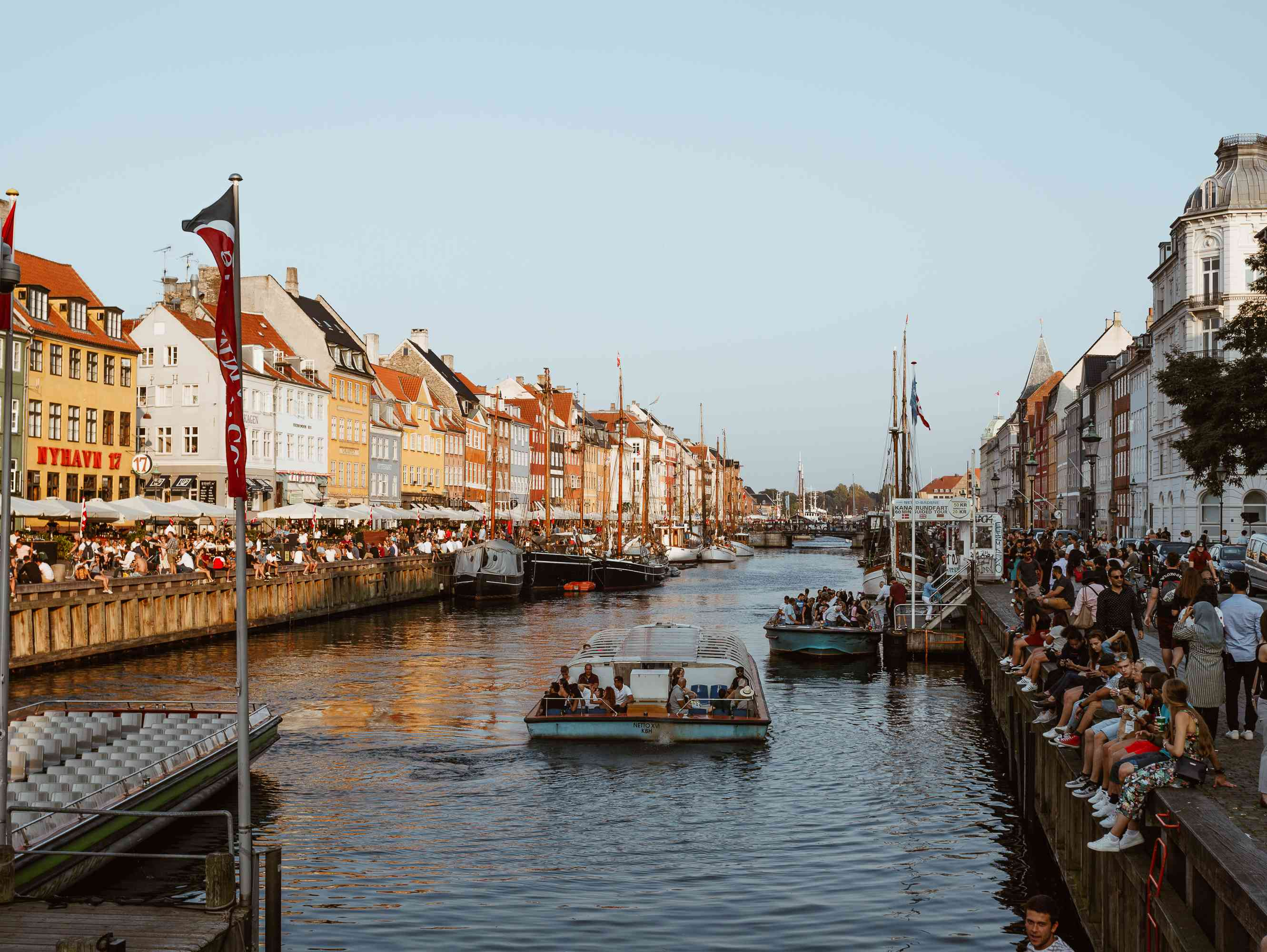 A lot of people in Nyhavn Harbor