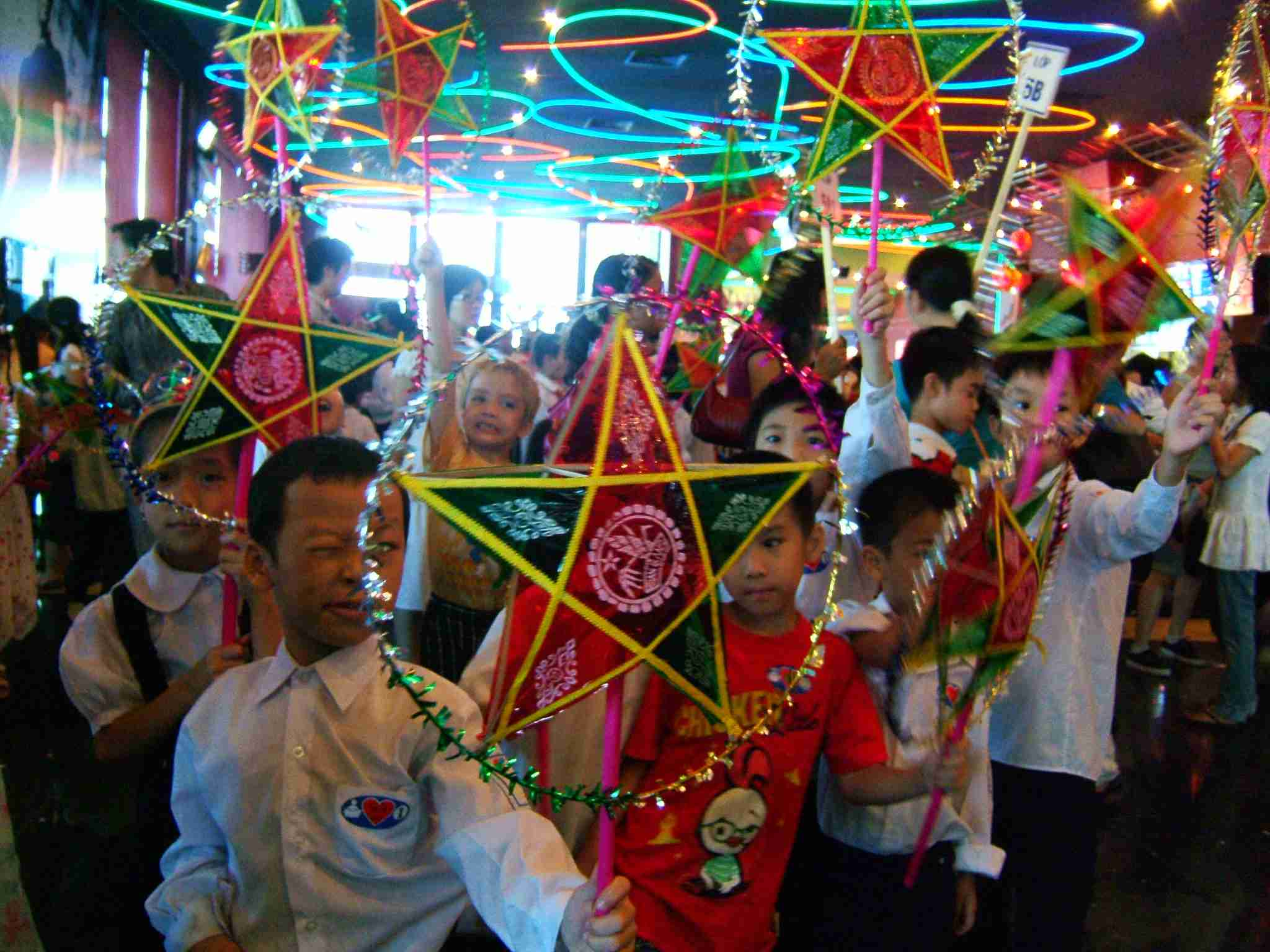 Vietnamese children celebrating Mid-Autumn Festival in a traditional lantern procession.