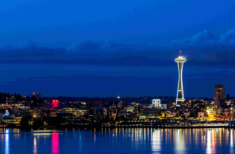 Space Needle de Seattle al anochecer