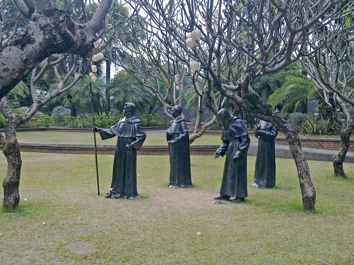 Statues of friars on Plaza Moriones, Fort Santiago
