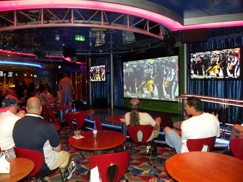 Allure of the Seas - On Air Club Karaoke Bar