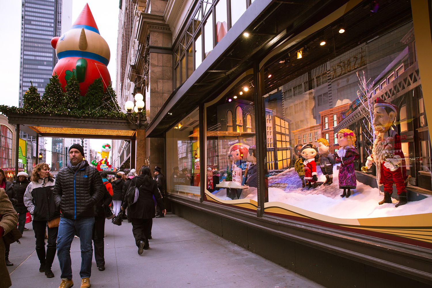 London's department stores compete for the capital's best ... |Holiday Window Displays