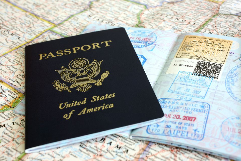 pasaporte americano y mapa