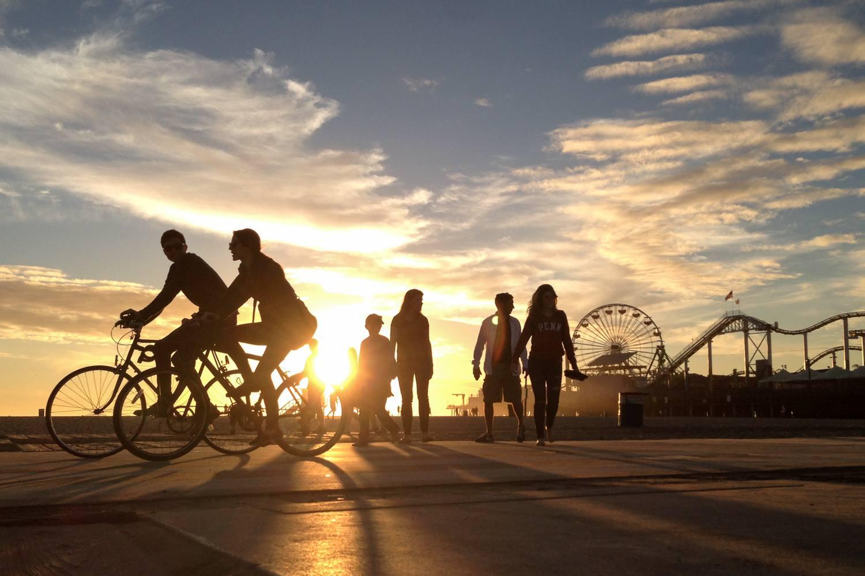 Sendero para bicicletas en la playa de Santa Mónica