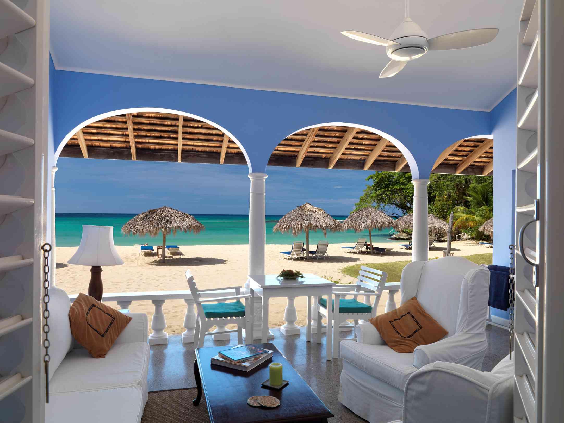 Los edificios en Jamaica Inn están pintados de azul aciano