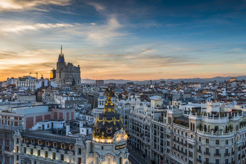 Horizonte de Madrid, Gran Vía al anochecer