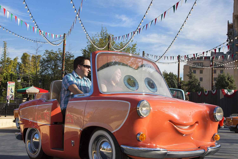 Vehículo de paseo para los Rockin 'Roadsters de Luigi en Disney California Adventure