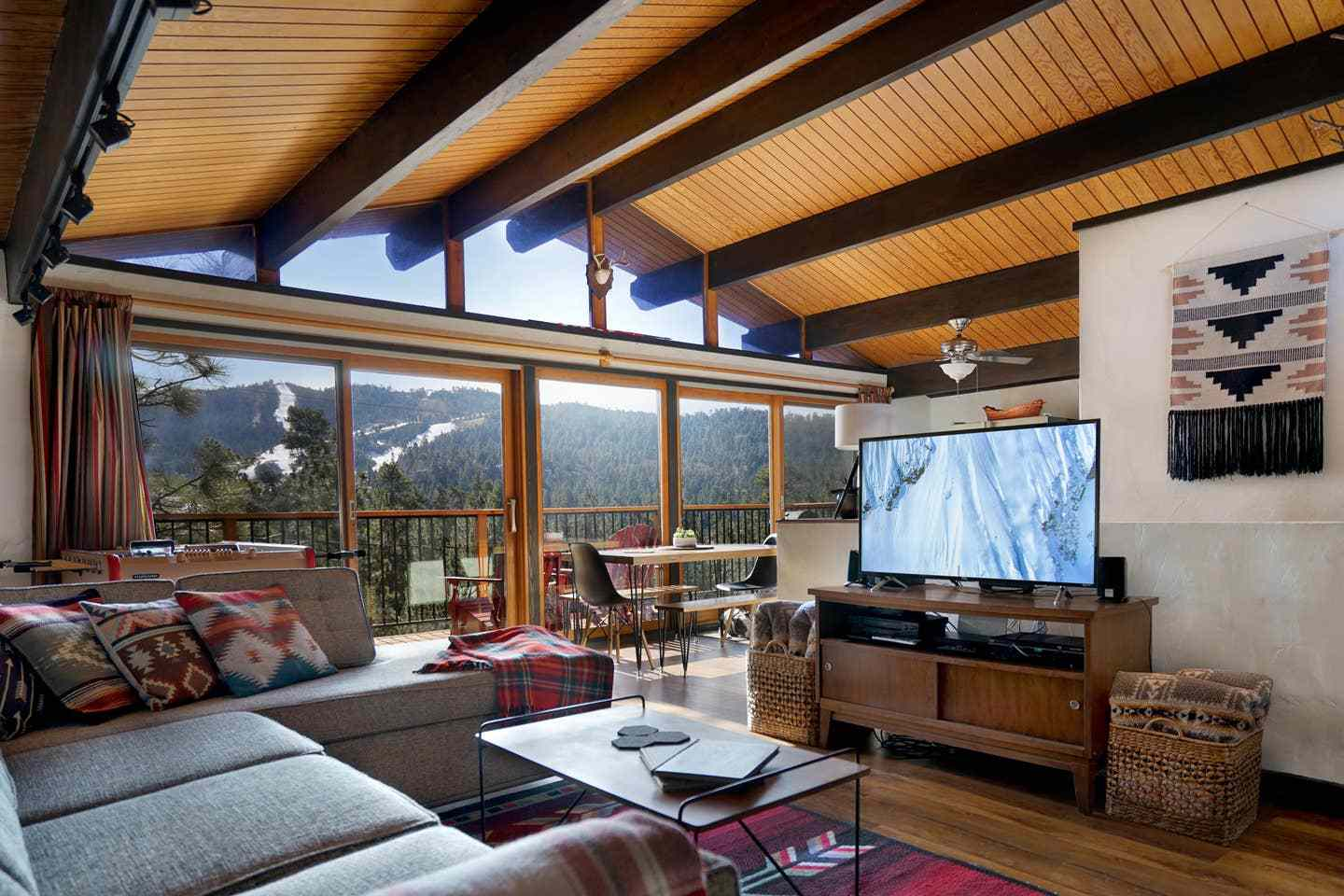 Chalet-Style Cabin with Panoramic Slope Views