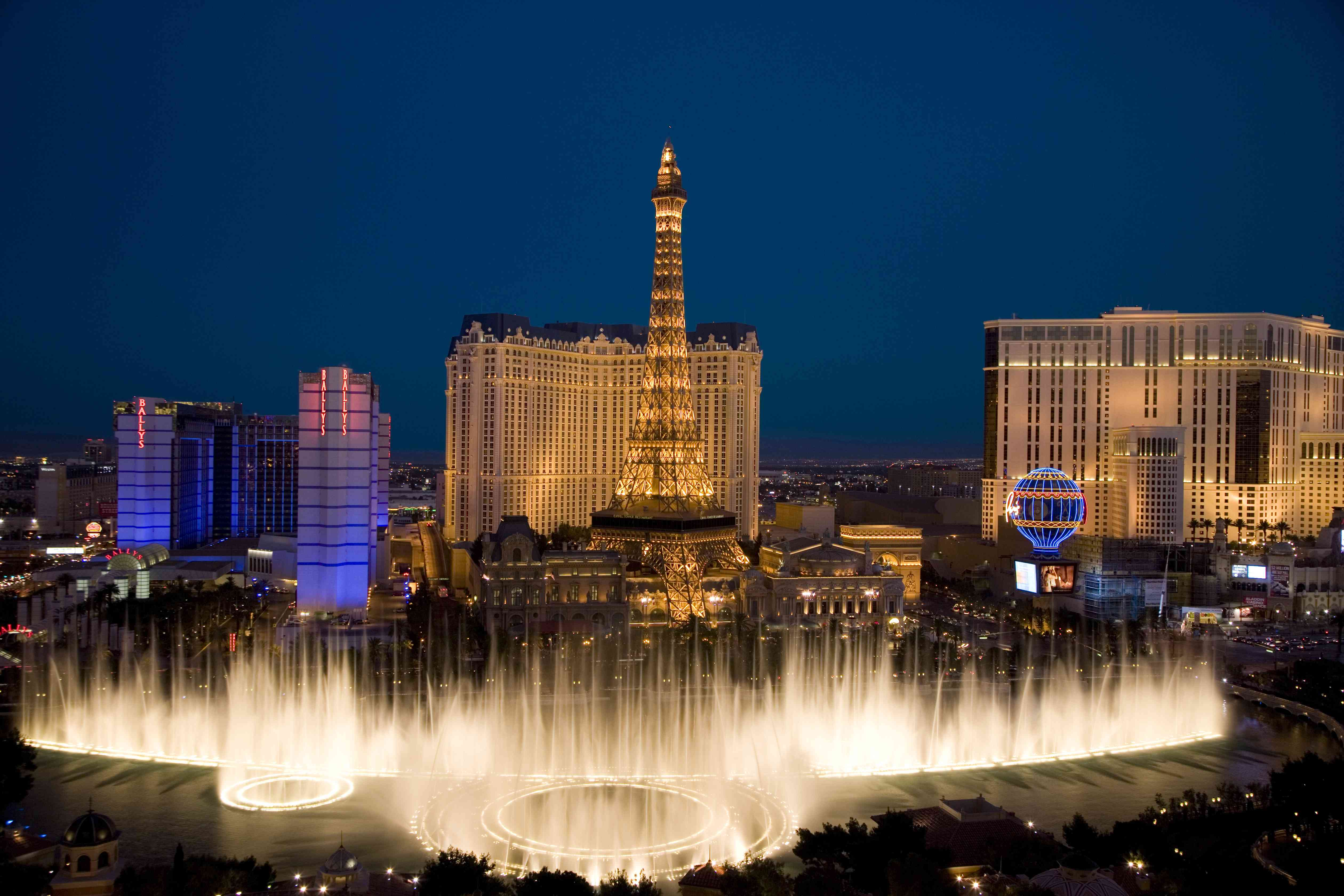 USA, Las Vegas, Nevada, view of Bellagio Fountain, Bally's and Paris Casinos