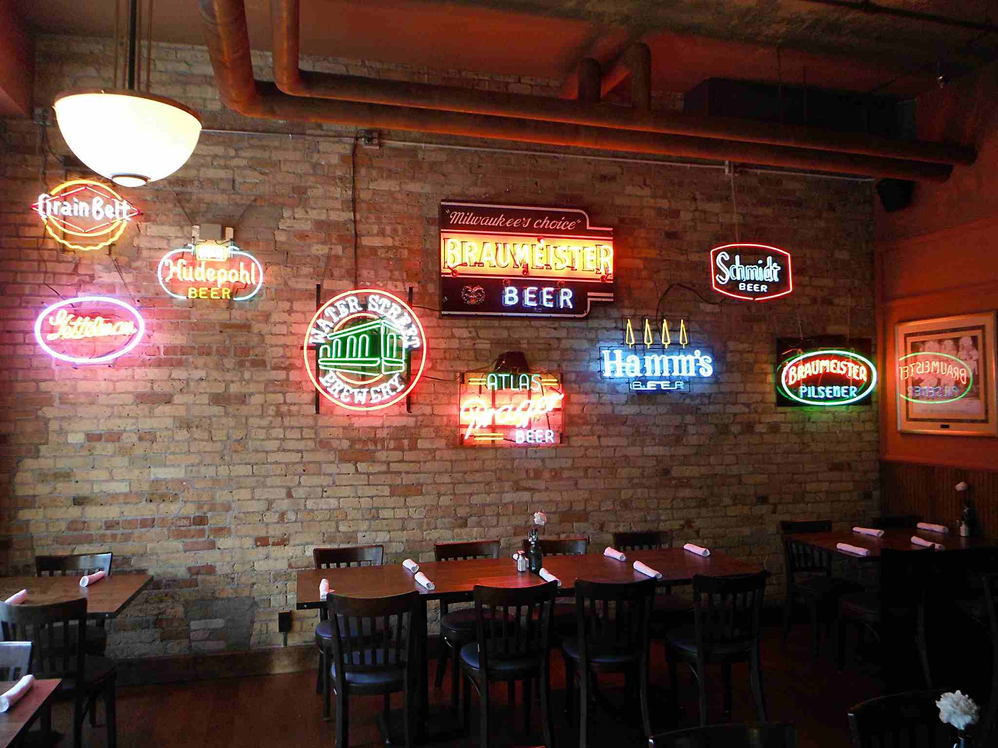 The 13 Best Bars In Milwaukee