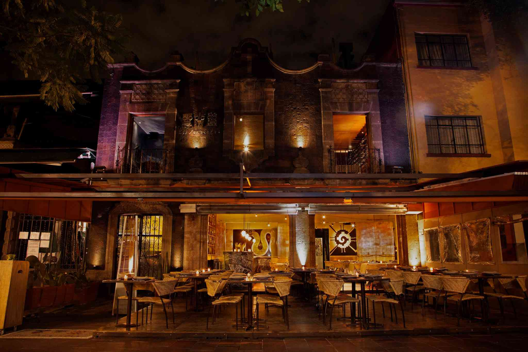 Dimly lit outdoor seating at Los Danzantes Restaurant in Coyoacán