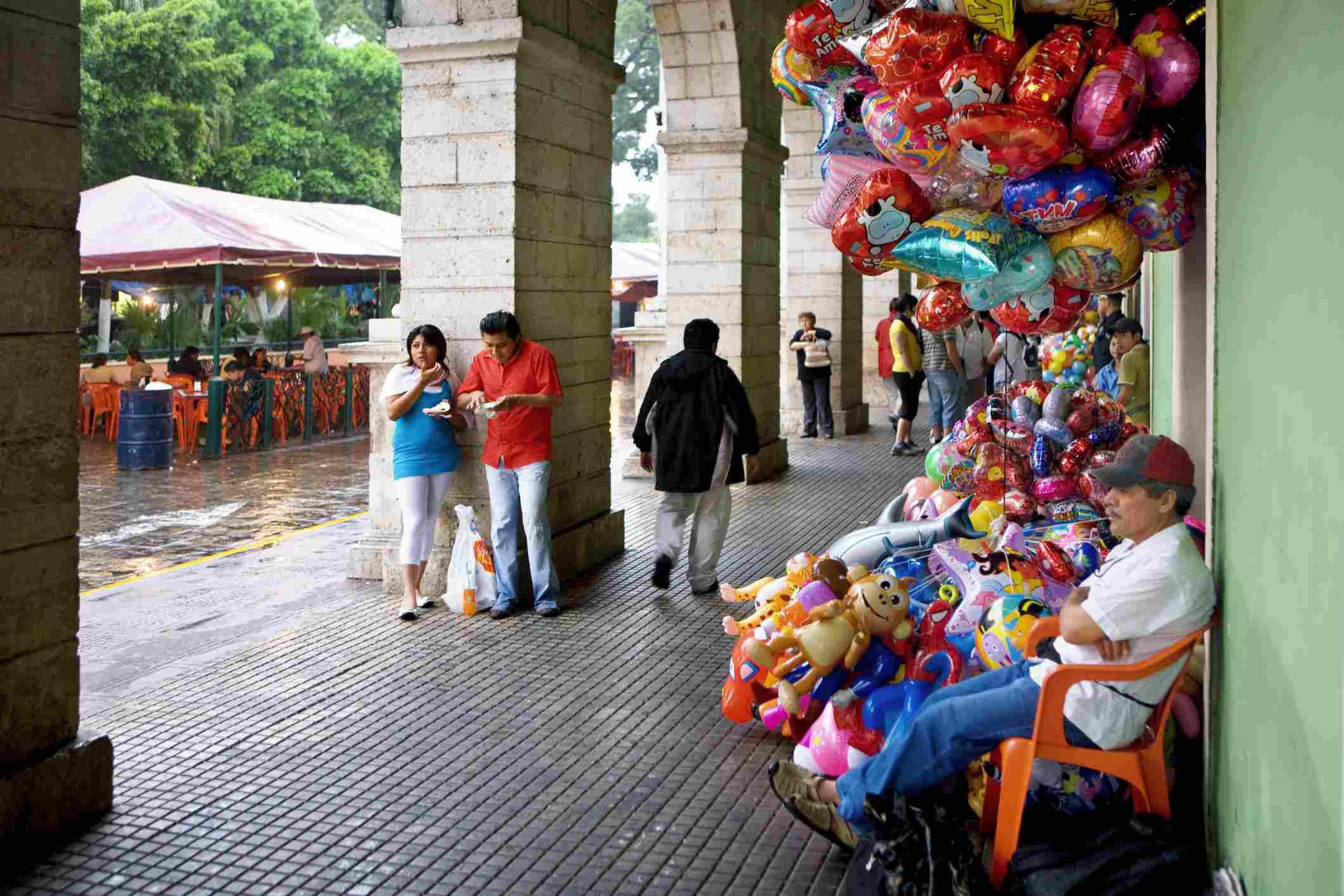 Balloon seller in Mérida, Yucatan