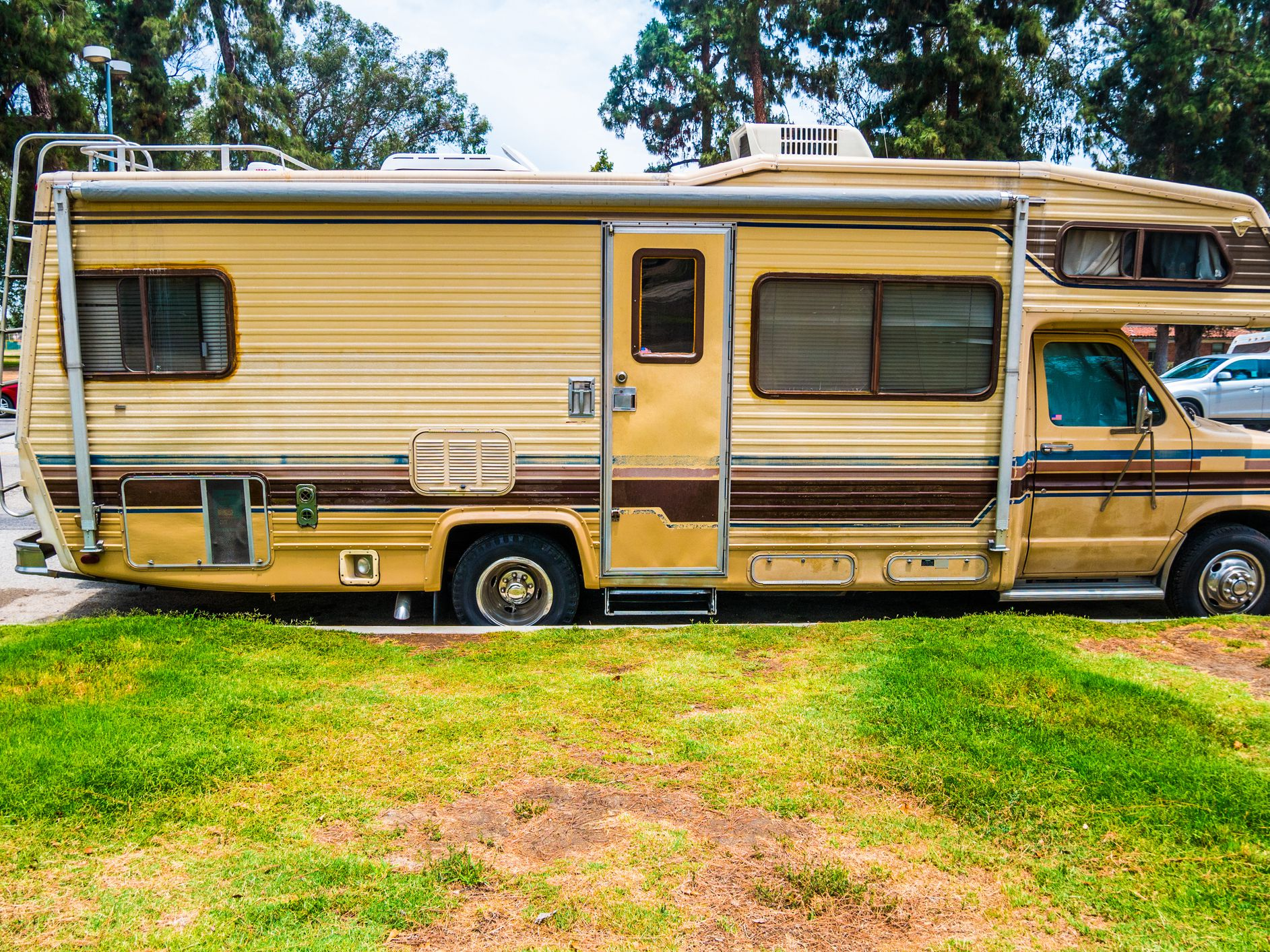 These Tips Will Save You from Buying an RV Lemon