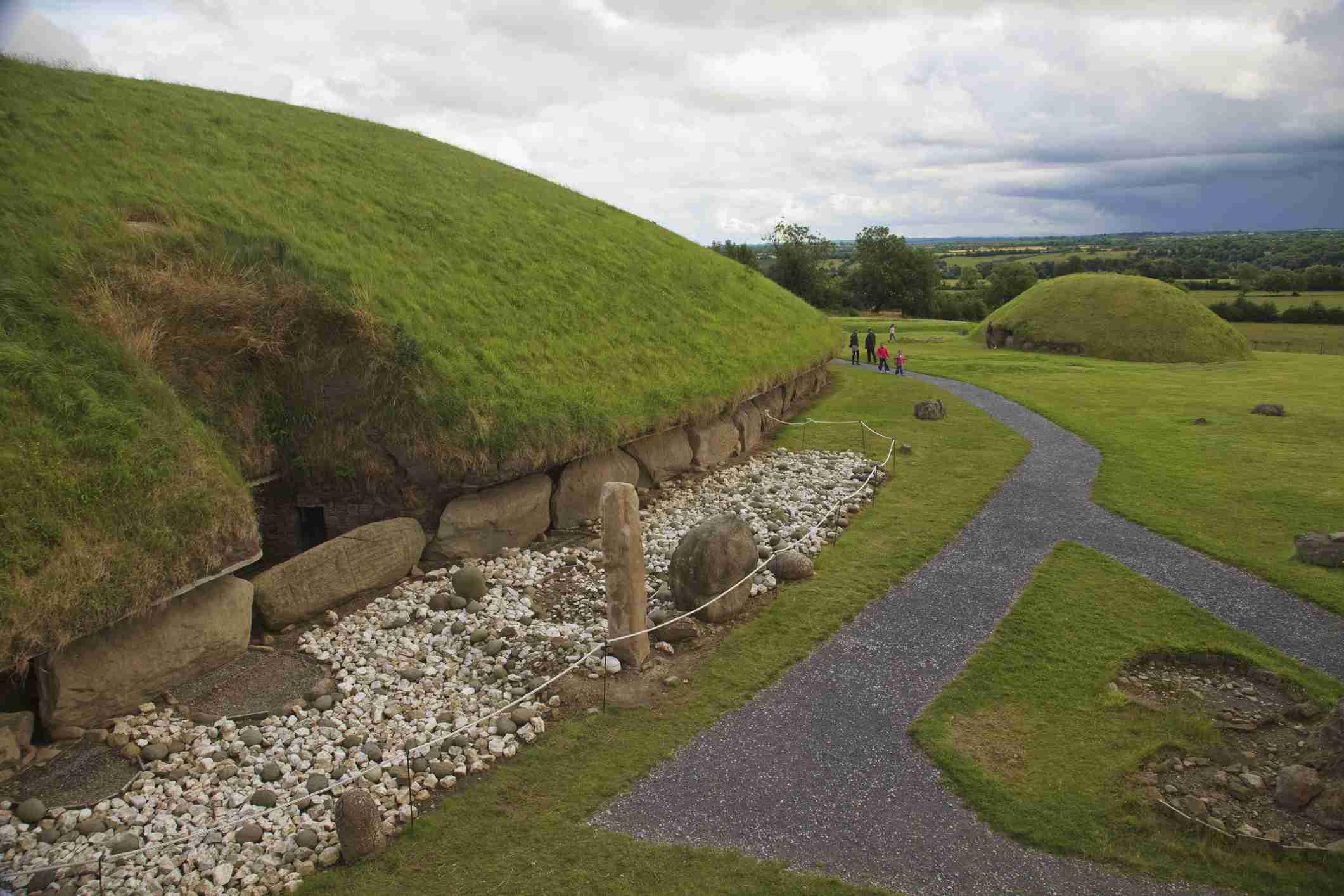 Trails Through Bru Na Boinne, A Passage Tomb Complex