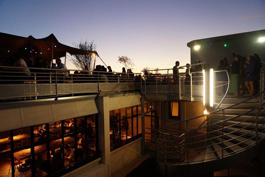El Perchoir es uno de los codiciados bares de la azotea de París. lazy-Floridan feel.
