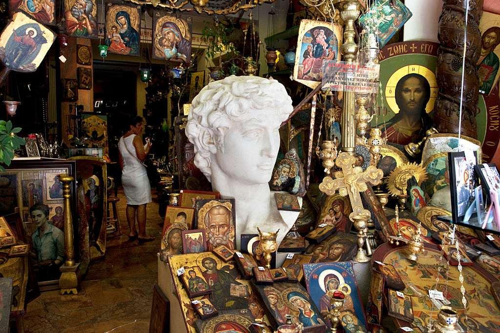 Grecia - Atenas - Tienda de venta de iconos religiosos, pinturas y cuadros en el área de Monastiraki