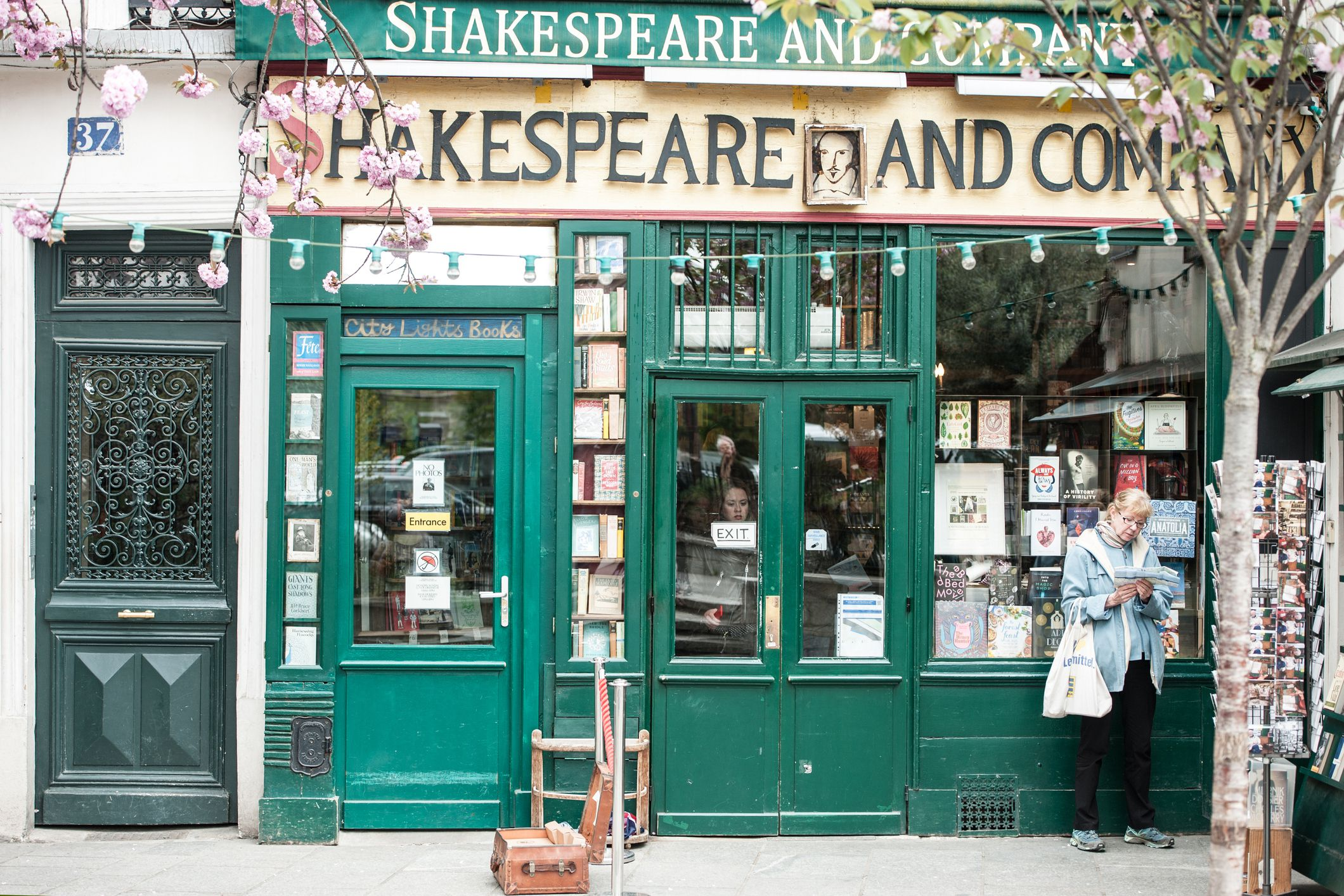 Shakespeare and Company bookstore in Paris (France)