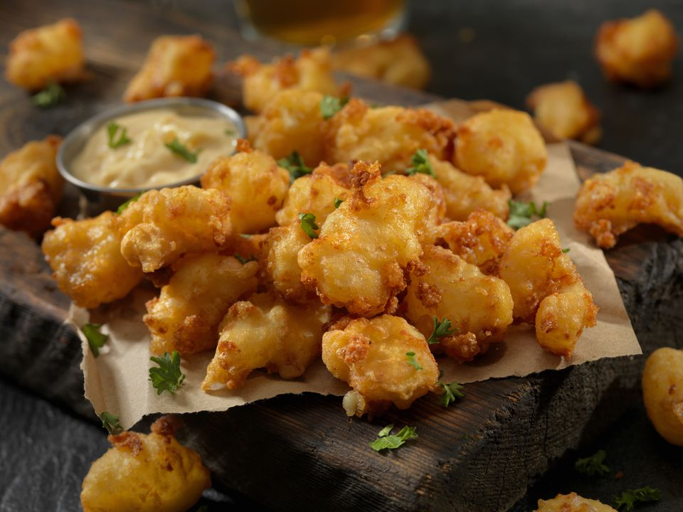 Beer Battered Cheese Curds with Dipping Sauce