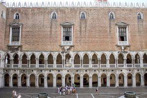 Tour groups around Doge's Palace