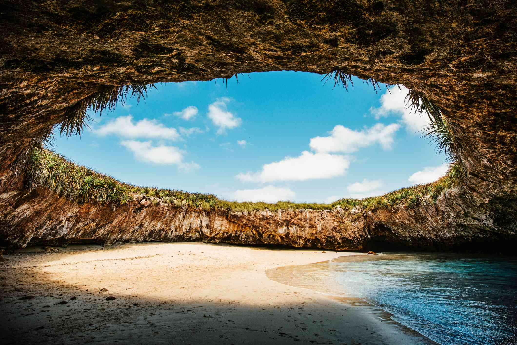 La Playa Escondida Islas Marietas Puerto Vallarta