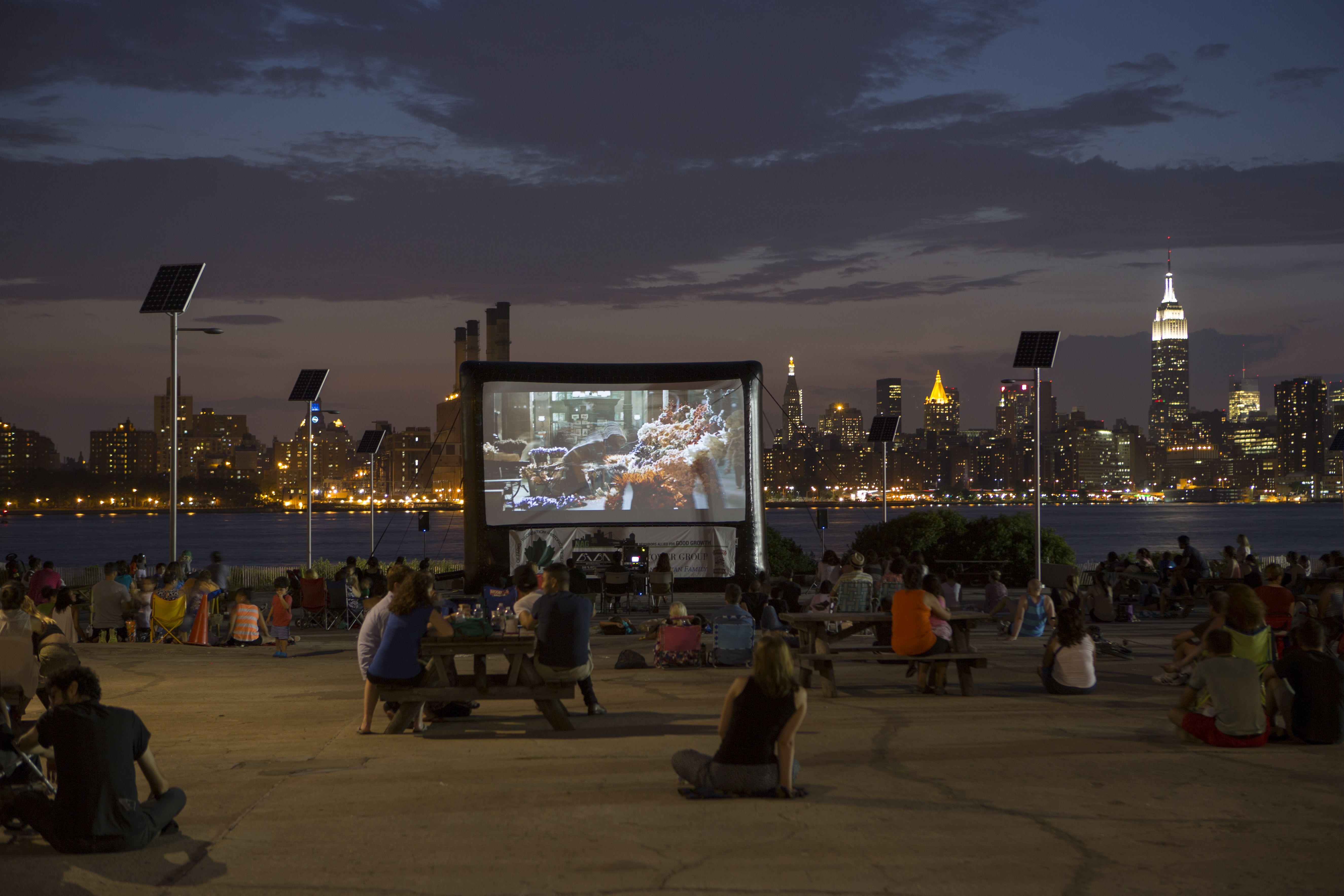 Noche de películas en el East River State Park