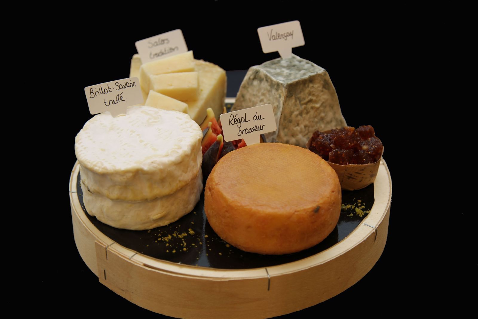 Androuet offers some attractive cheese gift boxes.