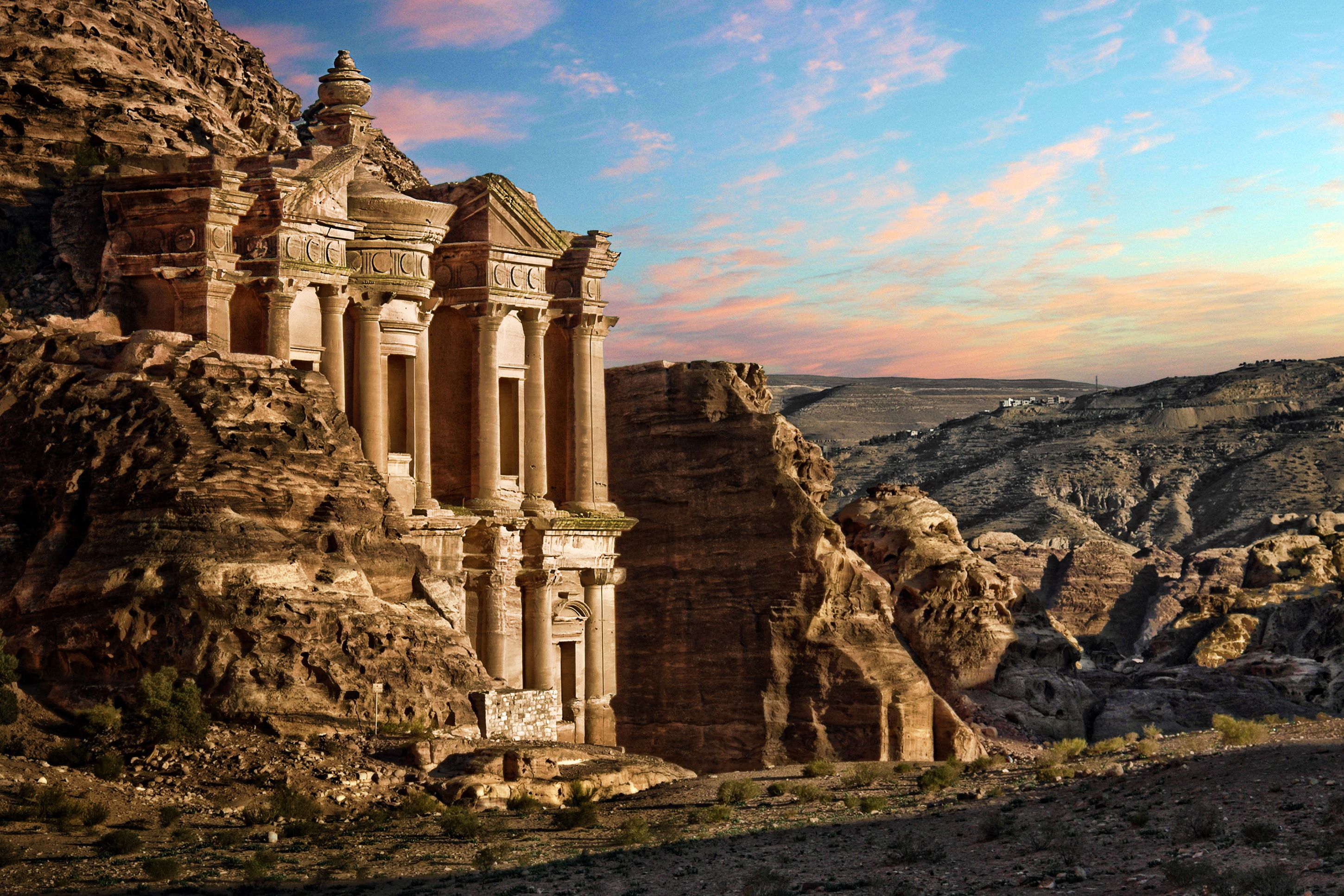 pasos Corredor Política  Your Trip to Petra: A Complete Guide to the Lost City in Jordan