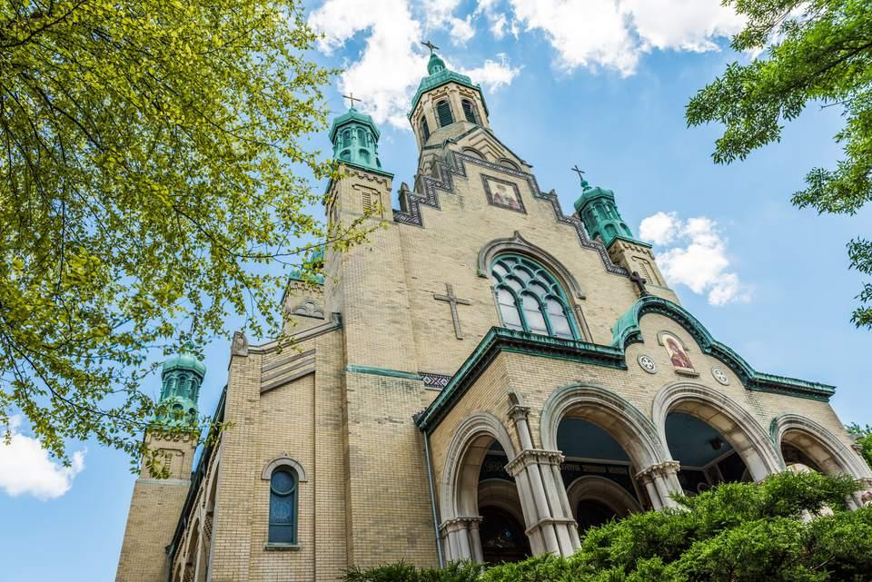 Catedral católica ucraniana de San Nicolás en el pueblo