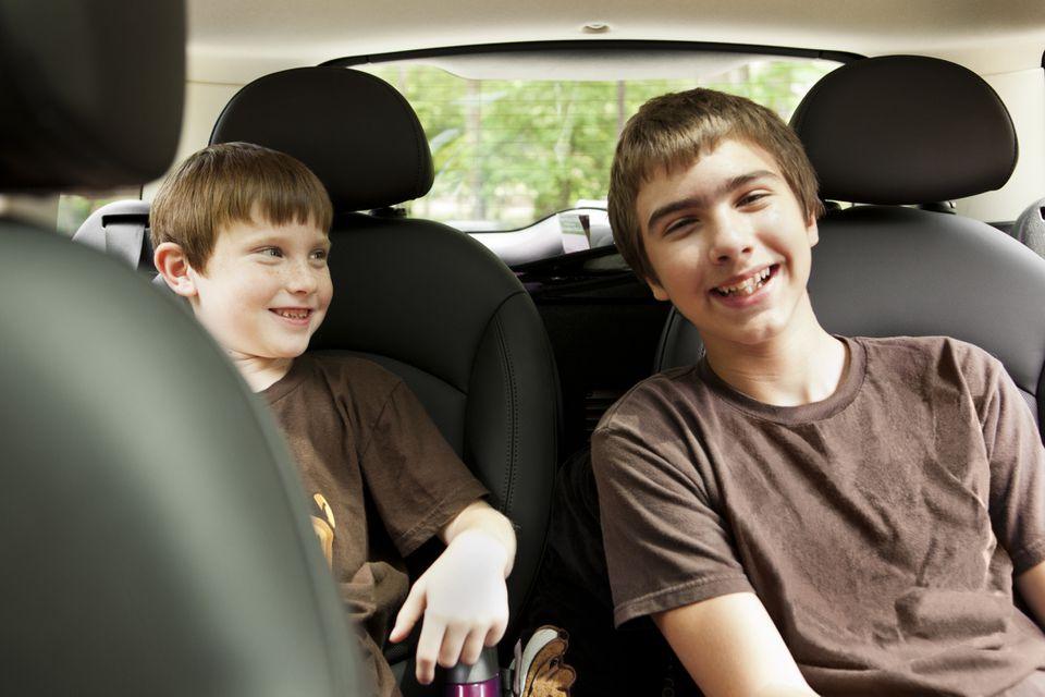 ¿Niños en auto