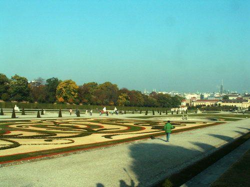 Jardines barrocos en el Palacio Belvedere en Viena