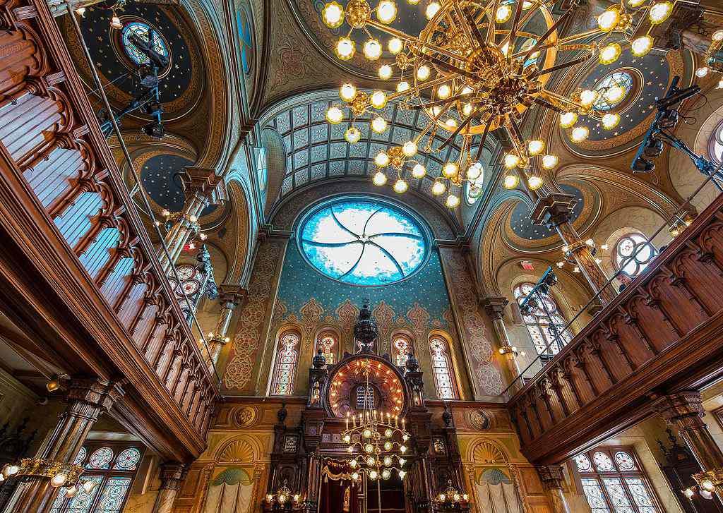Eldridge Street Synagogue looking up