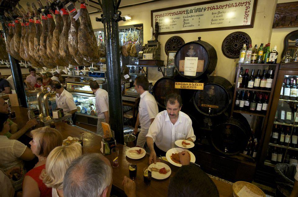 Spain, Andalusia, Granada, Albaicin District listed as World Heritage by UNESCO, Bodega Castaneda, tapas bar