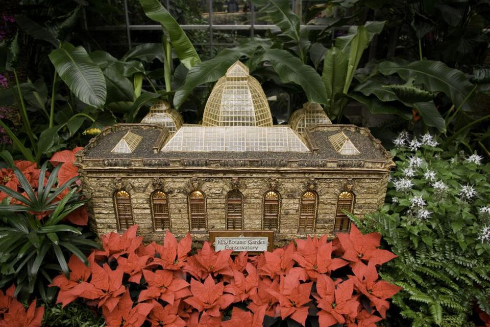 10 things to do on christmas day in washington d c for Botanical gardens dc christmas