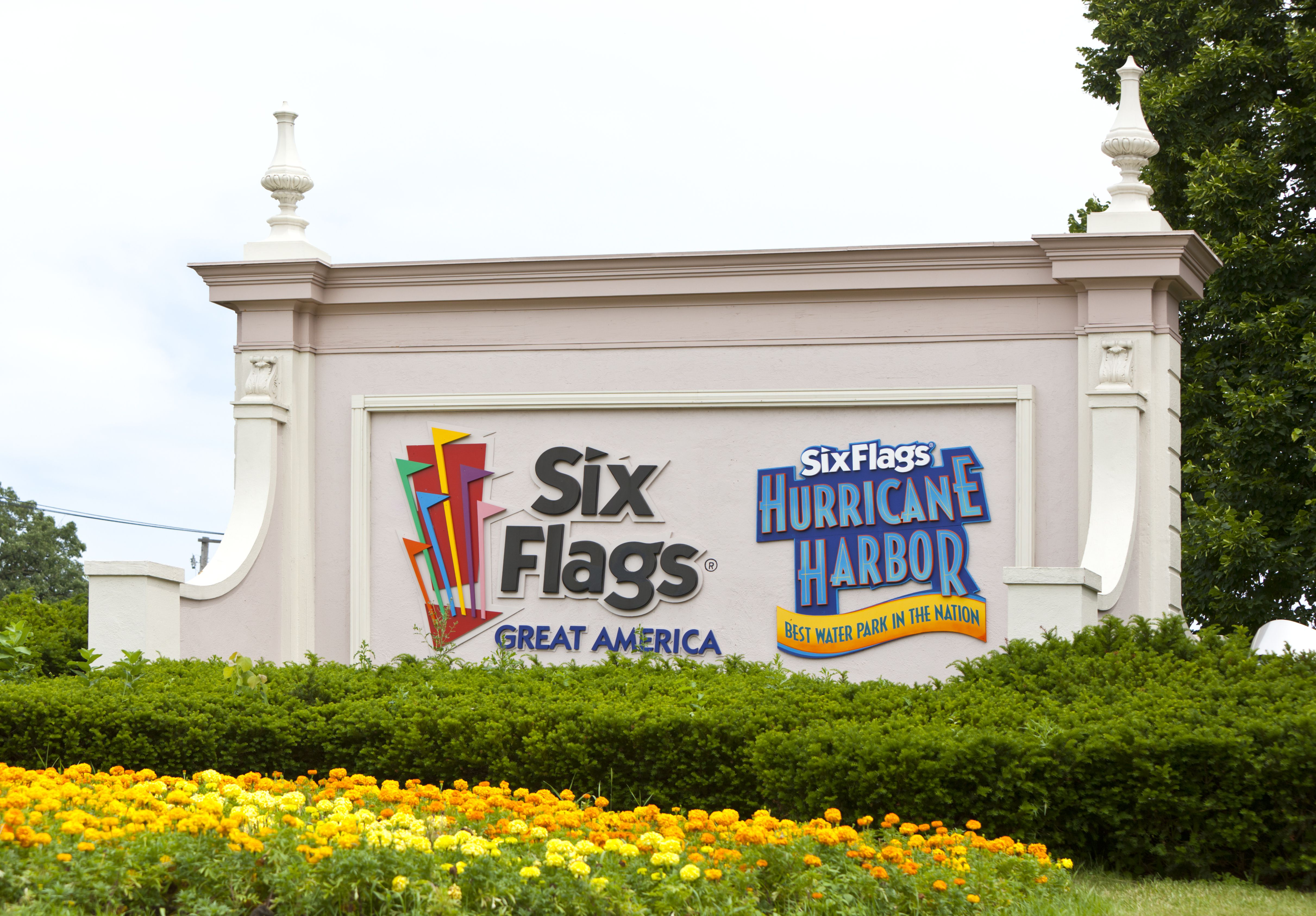 Six Flags Great America Entrance