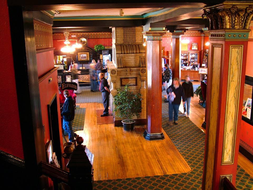 El vestíbulo del Hotel Crescent.