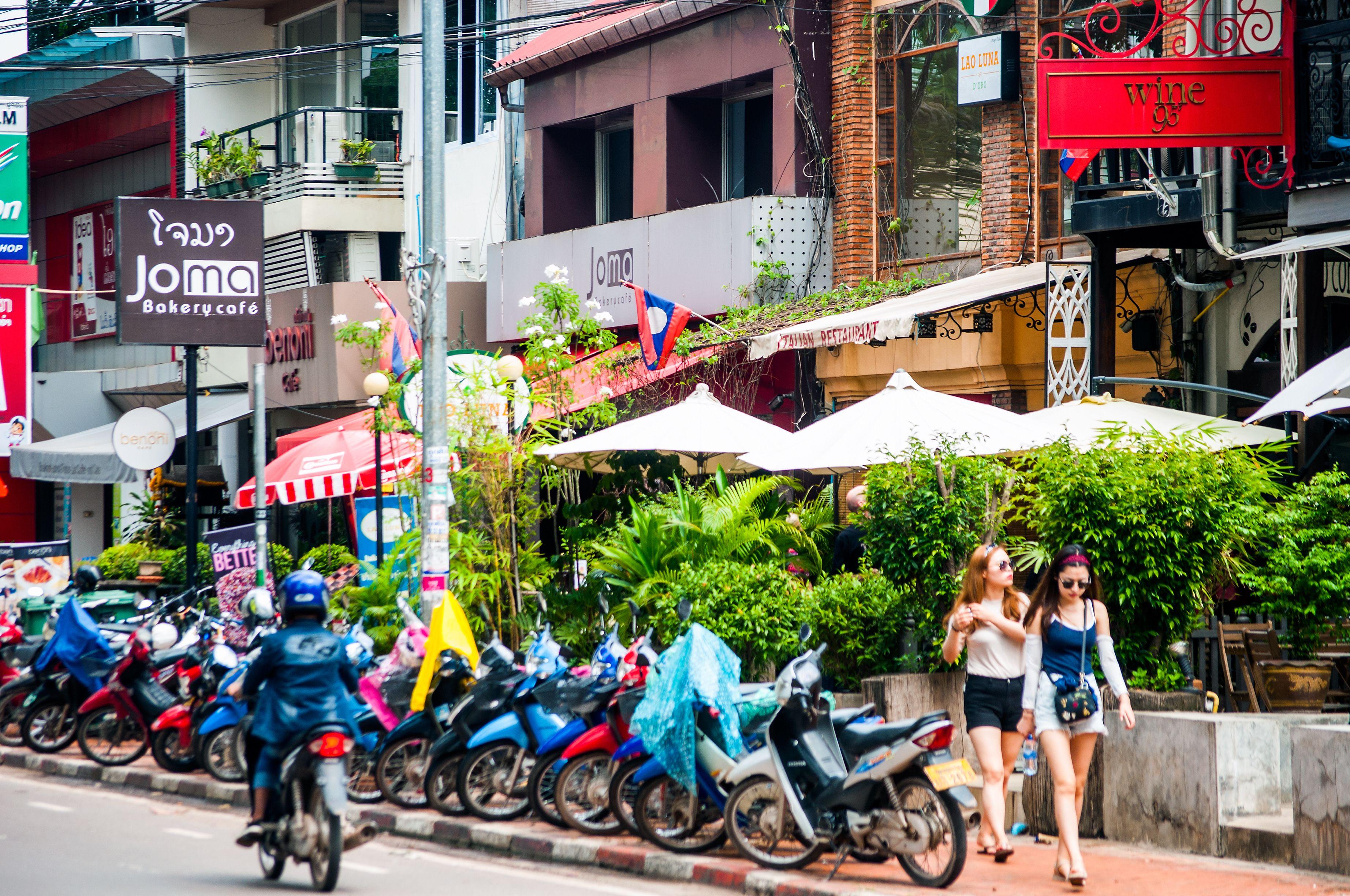 Rue Setthathirath, Vientiane