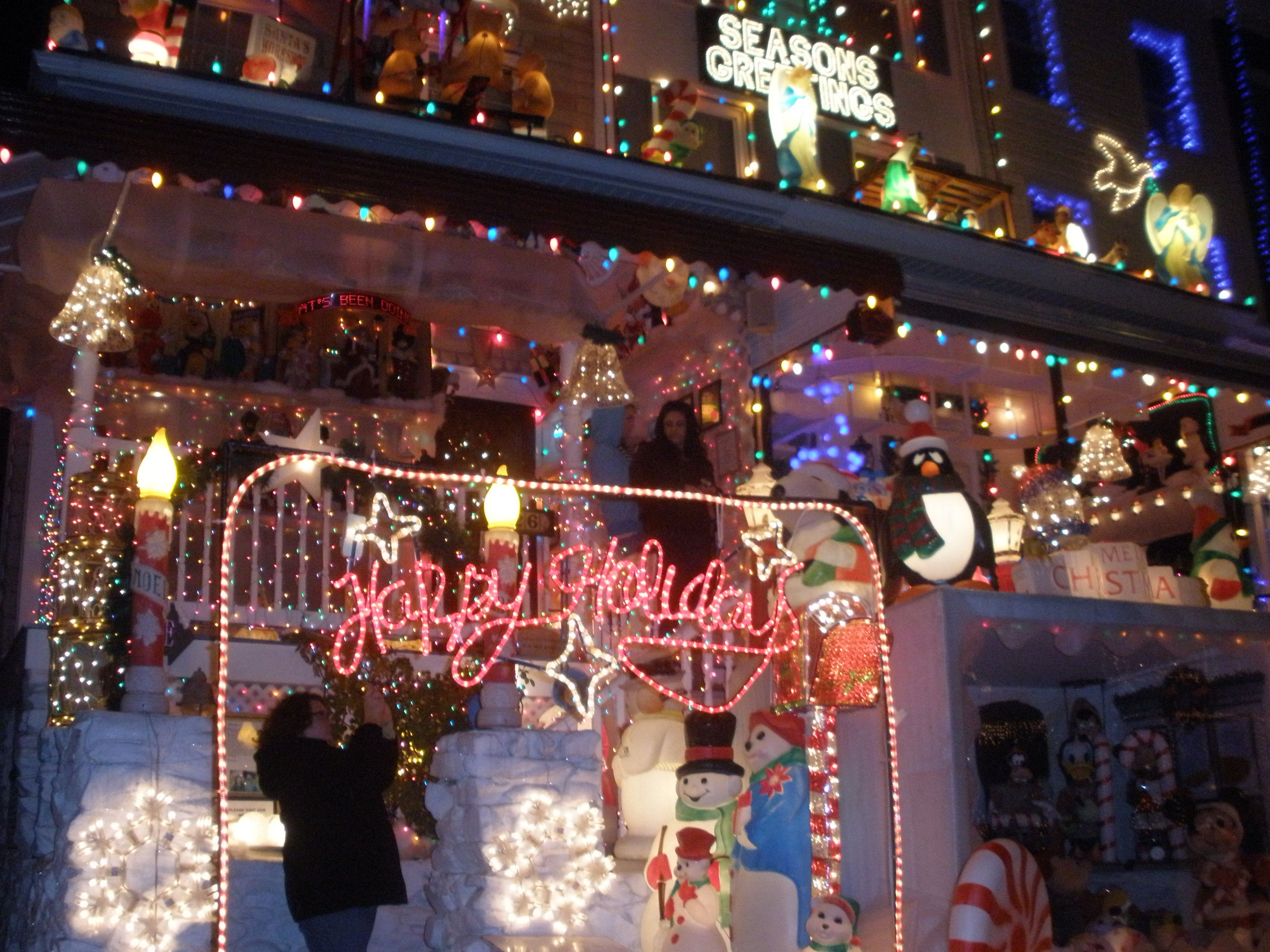 Baltimore Sightseeing Christmas Lights in Hampden