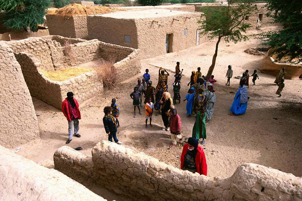 Overhead of tourists in Songhai village. Timbuktu, Timbuktu, Mali, West Africa, Africa