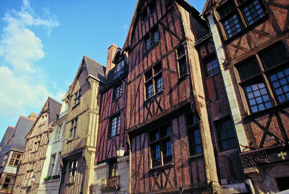 Tourshouses