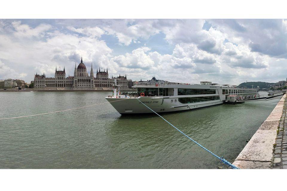 Emerald Star River Cruise Ship en Budapest, Hungría