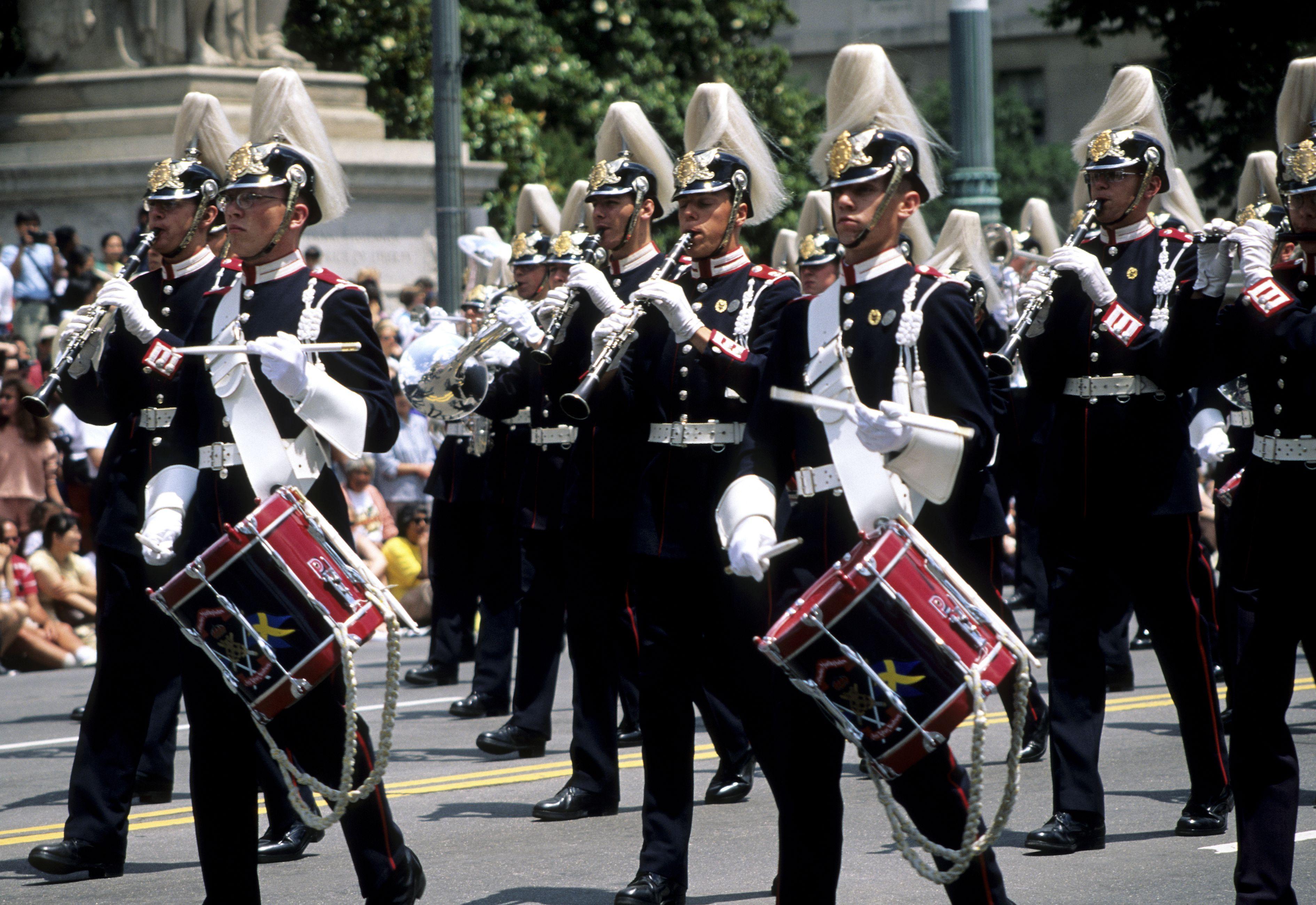Banda de música en la Avenida de la Constitución durante el desfile de celebración del 4 de julio, Washington D