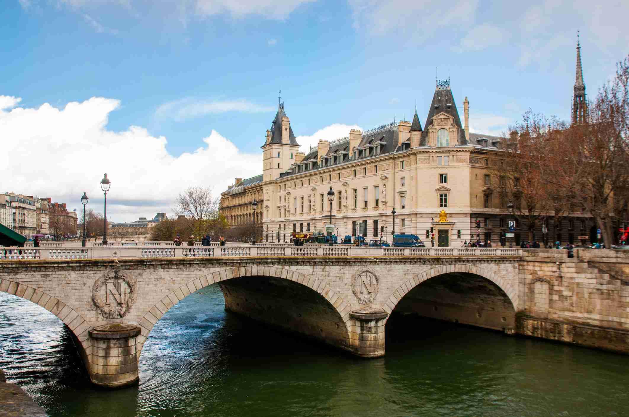 Csatlakoztassa a helyeket Párizsban