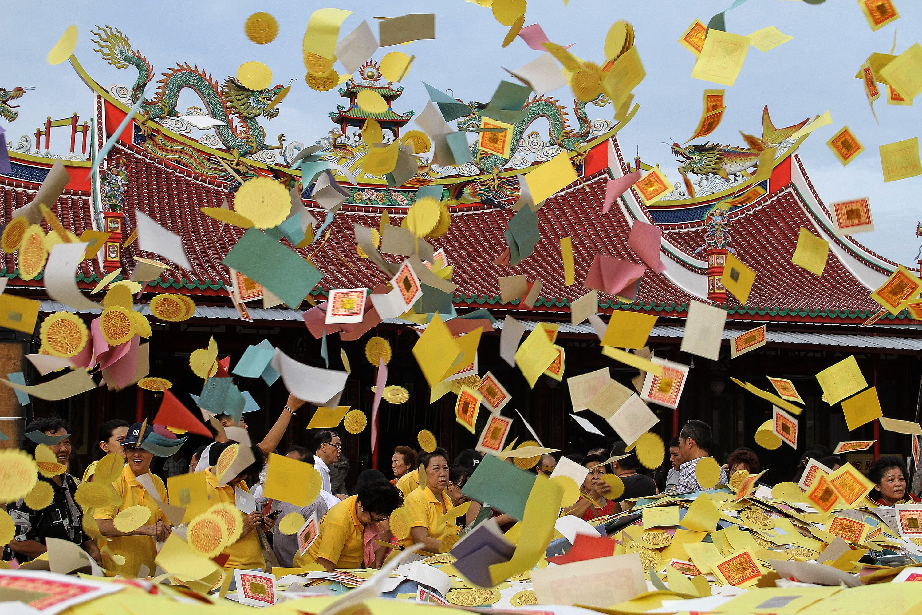 Hungry Ghosts Festival (Taoist) throwing money