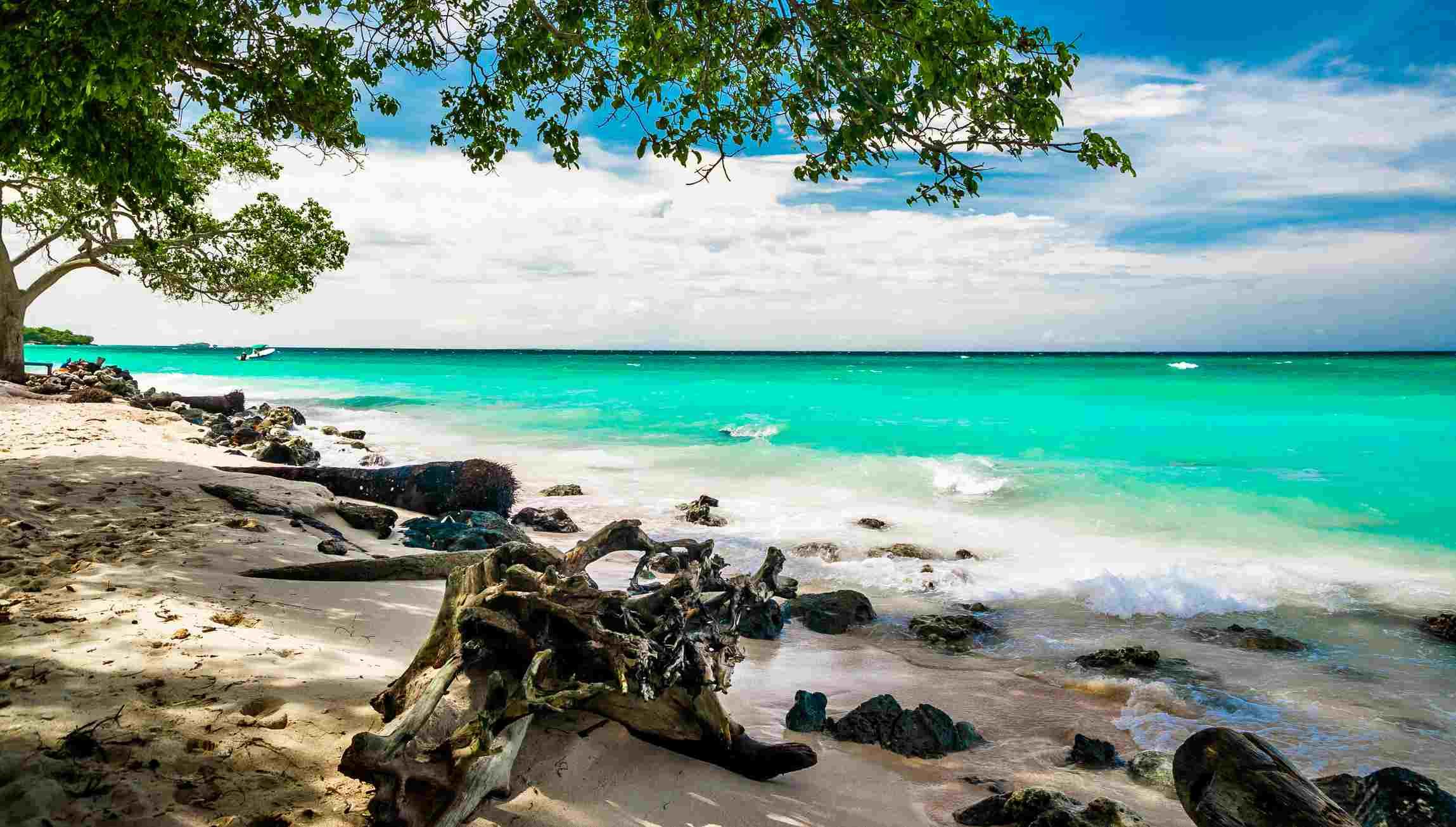 Paradise beach of Playa blanca by Baru in Colombia