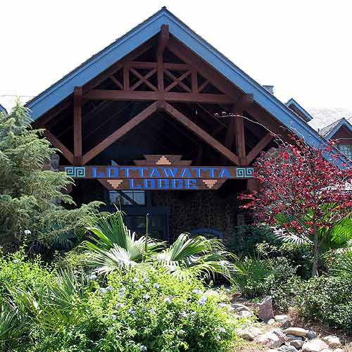 The Lottawata Lodge serves snacks and fast food.