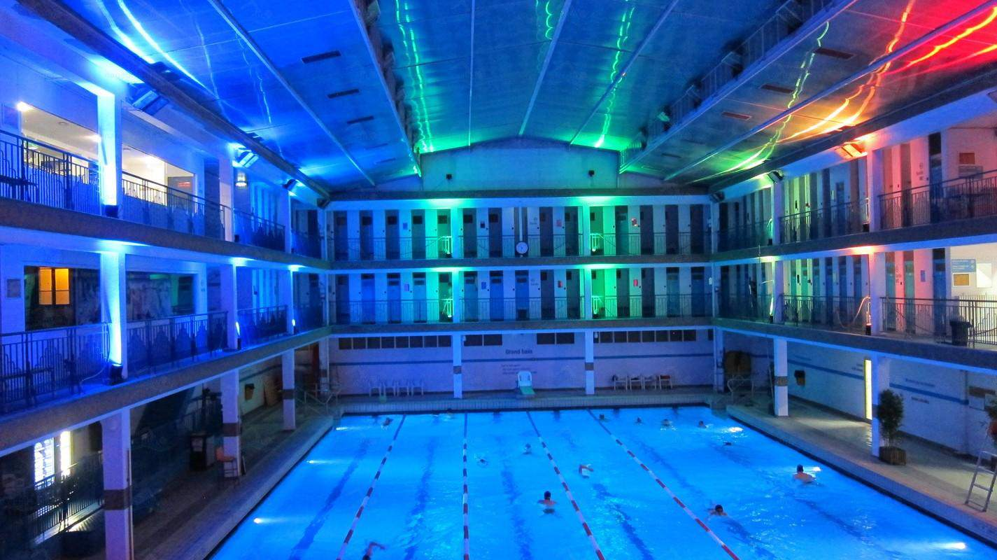 The Piscine Pontoise is open weekdays until close to midnight