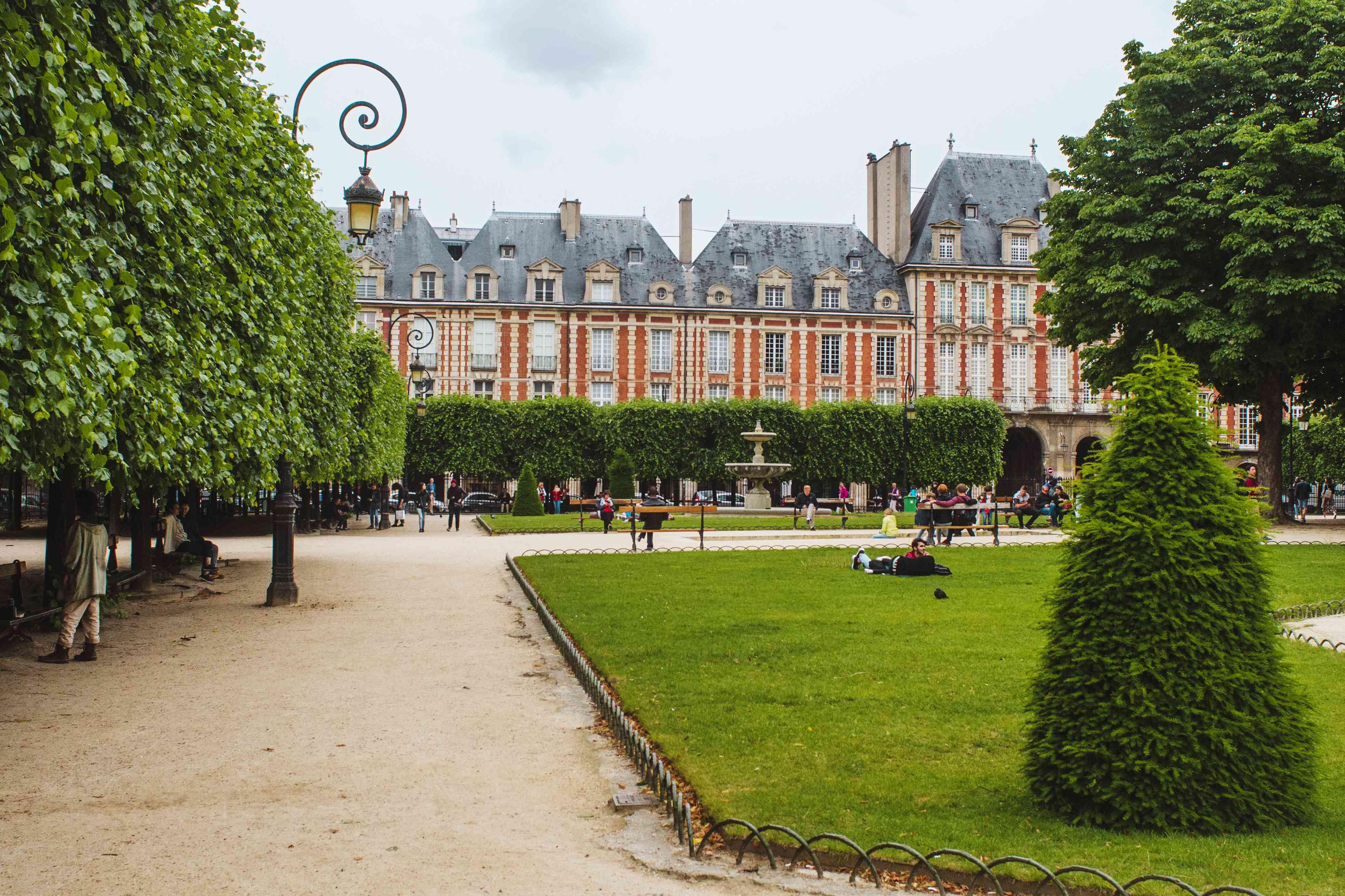 Imobiliar Franţa : (de) case și apartamente de vânzare