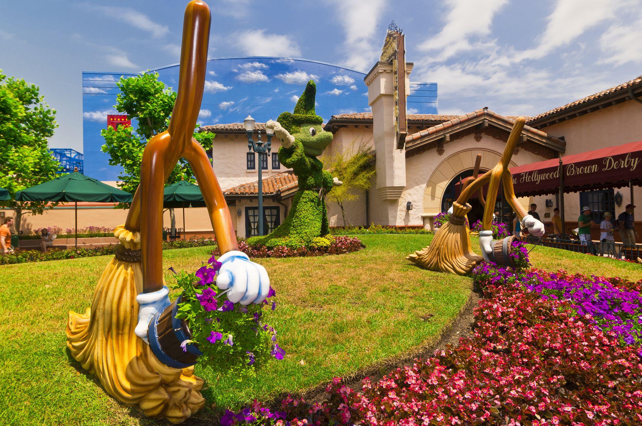 Sorcerer Mickey topiary, Disney's Hollywood Studios, Walt Disney World, Orlando, Florida USA
