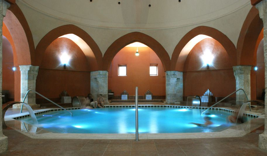 Octagonal pool at a thermal bath with Ottoman architecture